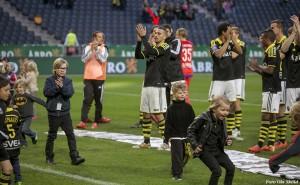 Panajotis Dimitriadis tackar Norra stå efter en match på Friends Arena.